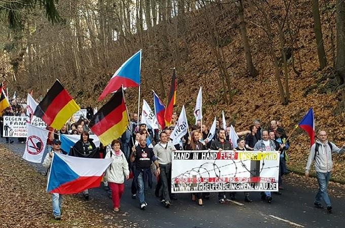 Protest v bavorském Schirndingu. Foto: Facebook/Pegida