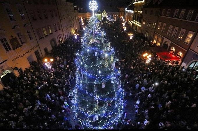 Vánoční strom. Foto: archiv Město Cheb