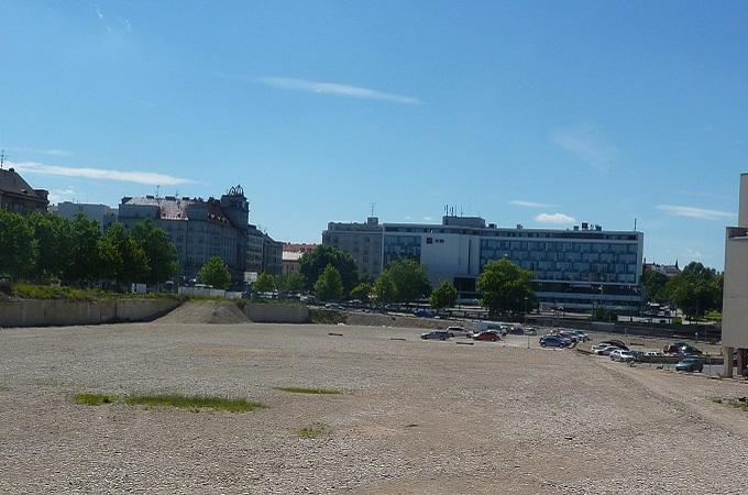 Plocha v centru Plzně, kde mělo stát OC Corso. Foto: archiv ZápadočeskýDeník.cz